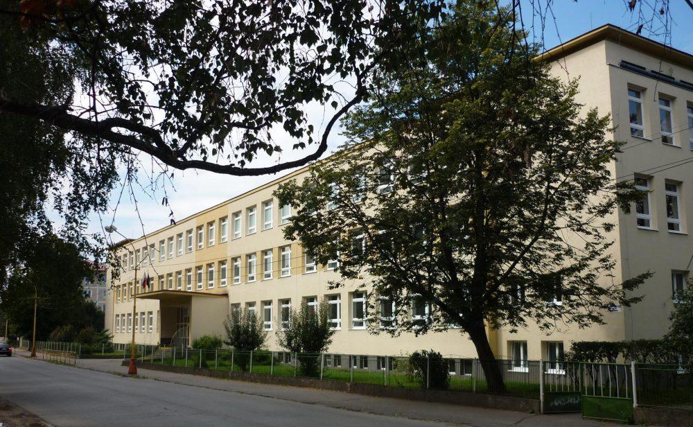 Základná škola, Nábrežna 845/17, Kysucké Nové Mesto